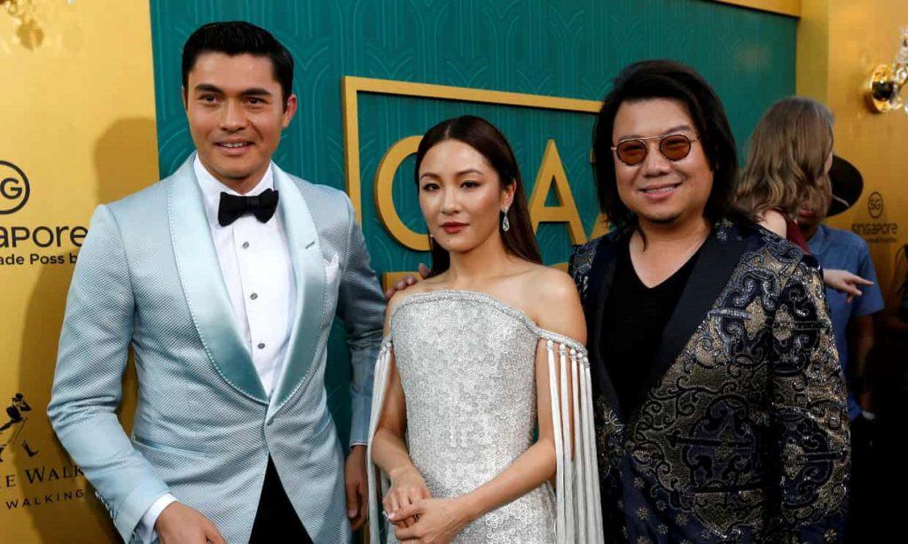 Ông Kevin Kwan (ảnh phải) có mặt tại buổi công chiếu phim tại Los Angeles (Mỹ) hôm 7/8 cùng diễn viên Henry Golding và Constance Wu. Ảnh: Reuters.