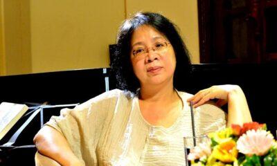 Nhà văn Lê Minh Hà trong buổi giao lưu với độc giả tại Hà Nội. Trước khi ra nước ngoài định cư vào năm 1994, chị từng có 10 năm dạy môn văn tại trường THPT Đan Phượng và trường THPT Hà Nội - Amsterdam. Ảnh: Tô Chiêm.