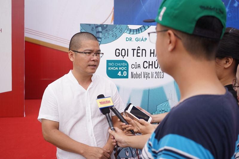 Tiến sĩ vật lý Giáp Văn Dương. Ảnh: NXB Kim Đồng.