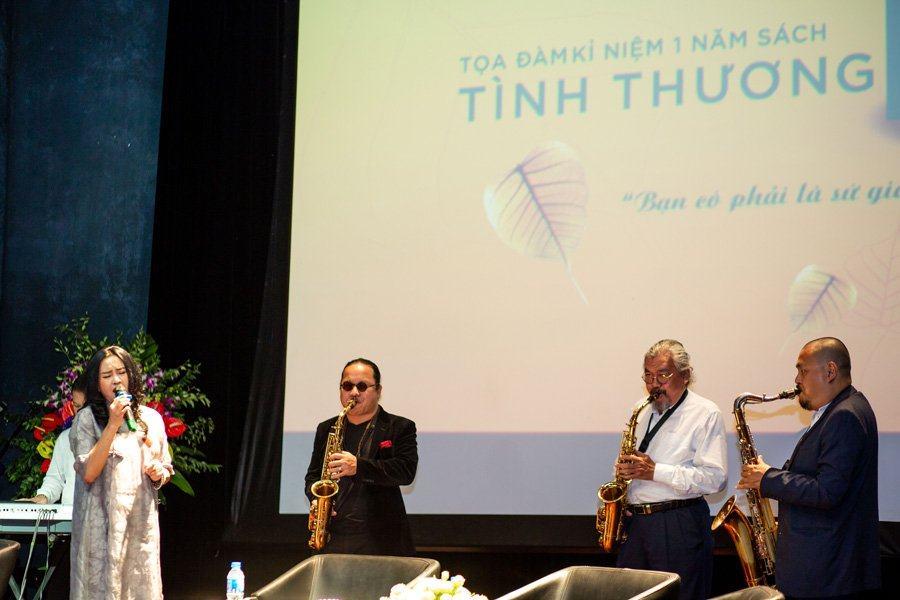Ca sĩ Thanh Lam, nghệ sĩ Trần Mạnh Tuấn,...cùng nhau ngân lên những khúc nhạc yêu thương tại buổi toạ đàm.