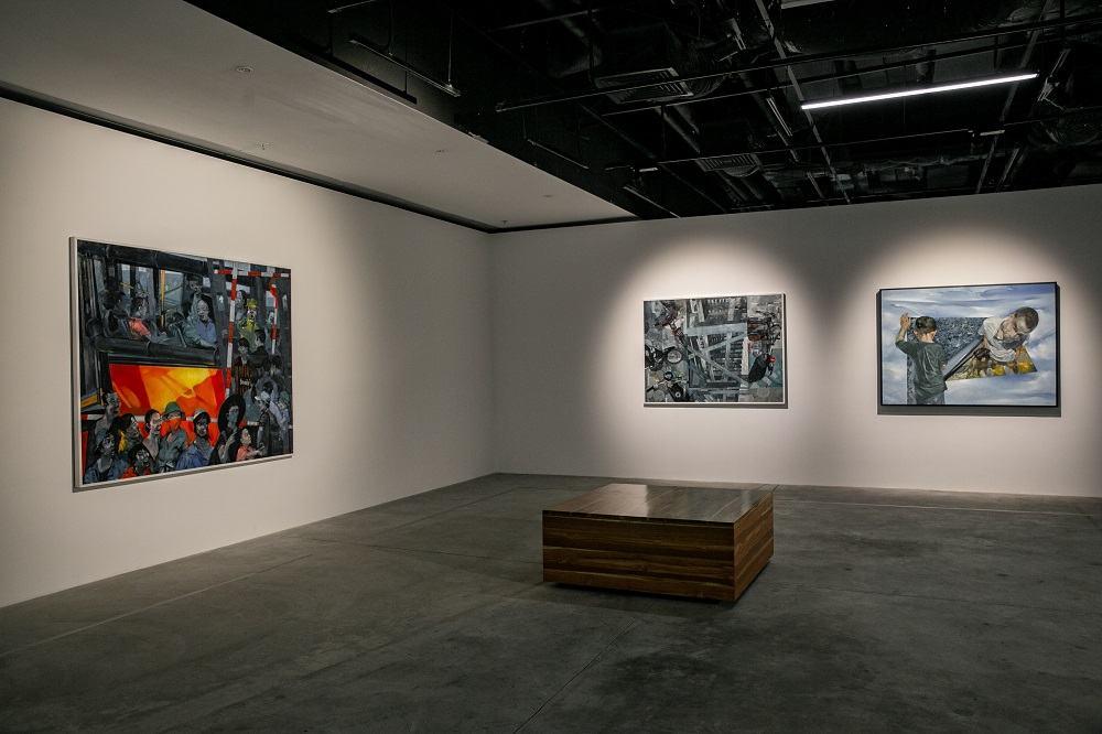 """Các tác phẩm của họa sĩ Lương Trung được giới thiệu tại triển lãm """"Tỏa 2""""."""
