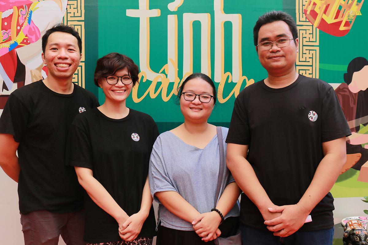 Nhóm tác giả gồm bốn người là Nguyễn Tấn Khiêm, Đặng Thị Ngọc Tú, Lục Phạm Quỳnh Nhi, Phan Khắc Huy (từ trái sang). Ảnh: Ngọc Yến.