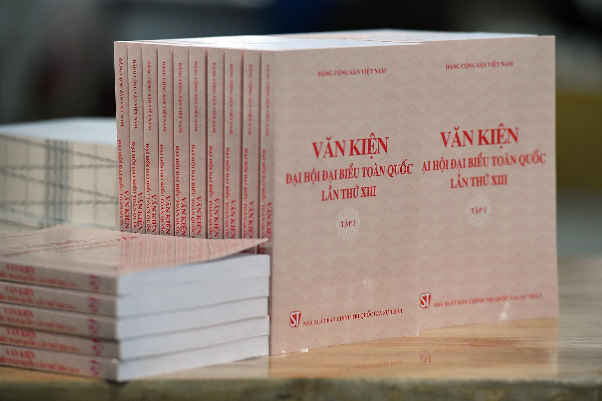 phat hanh Van kien Dai hoi Dang XIII anh 16