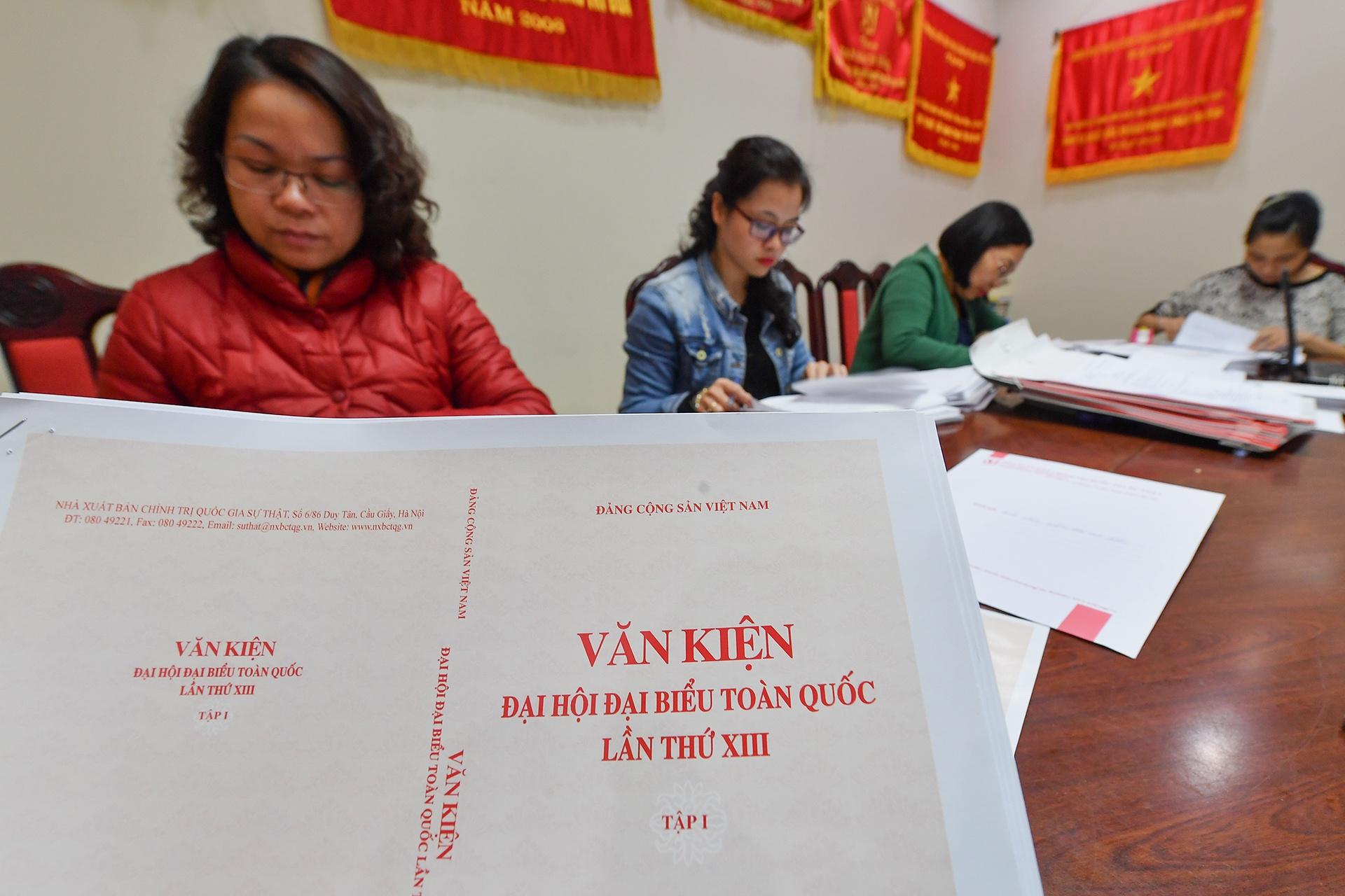 phat hanh Van kien Dai hoi Dang XIII anh 8